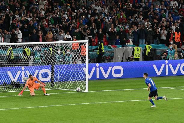 Chelsea fans react after Jorginho's winning Penalty sends Italy to the finals of the Euro 2020 1 Sportelo