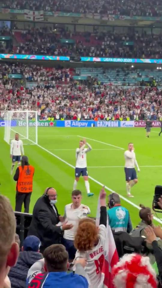 Watch what Mason Mount was spotted doing after England victory over Denmark that made a fan cry 6 Sportelo